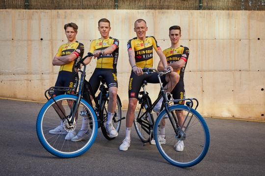 Swapfiets joins forces with Team Jumbo-Visma (from left: Lars Boven, Steven Kruijswijk, Robert Gesink & Rick Pluimers) / Foto: Jerome Wassenaar