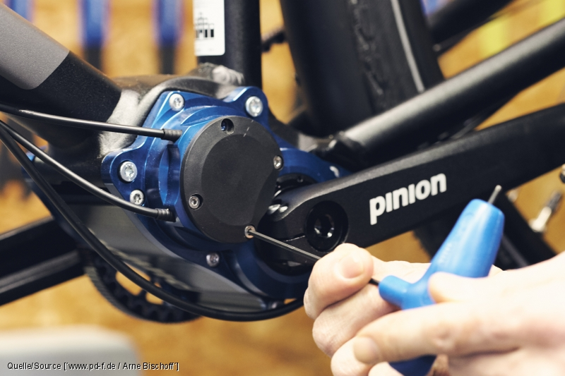 Das Gehäuse eines Pinion-Zentralgetriebes kann mit einem Inbusschlüssel geöffnet werden.
