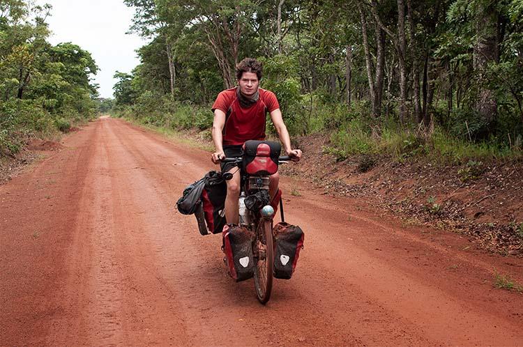 Ungewiss über die Sicherheit auf der Grenzstraße zum Kongo / Foto: Anselm Pahnke