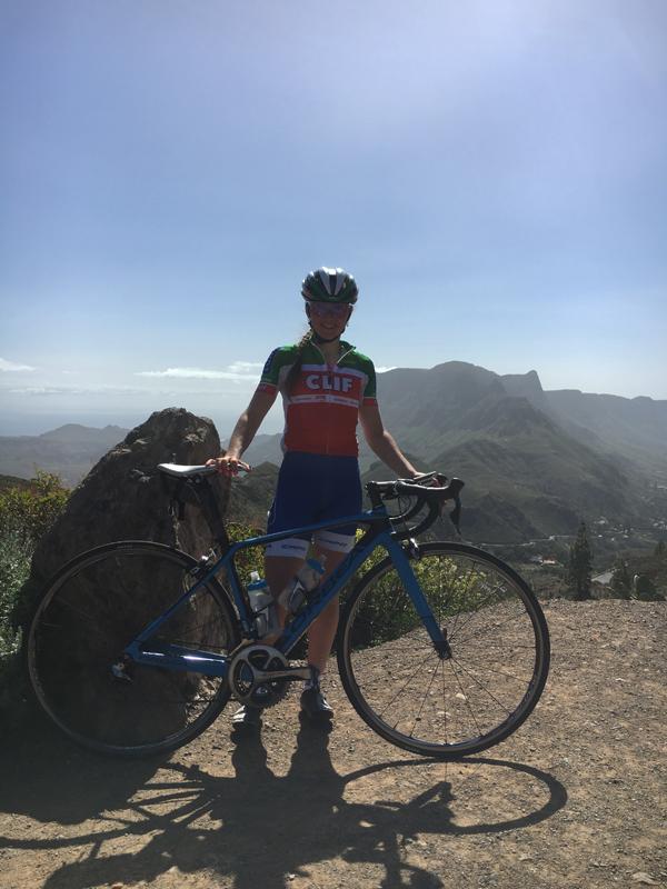 Herrliches Panorama und viel Sonne: Eva Lechner hat sich in Gran Canaria auf die Rennsaison vorbereitet ©Eva Lechner