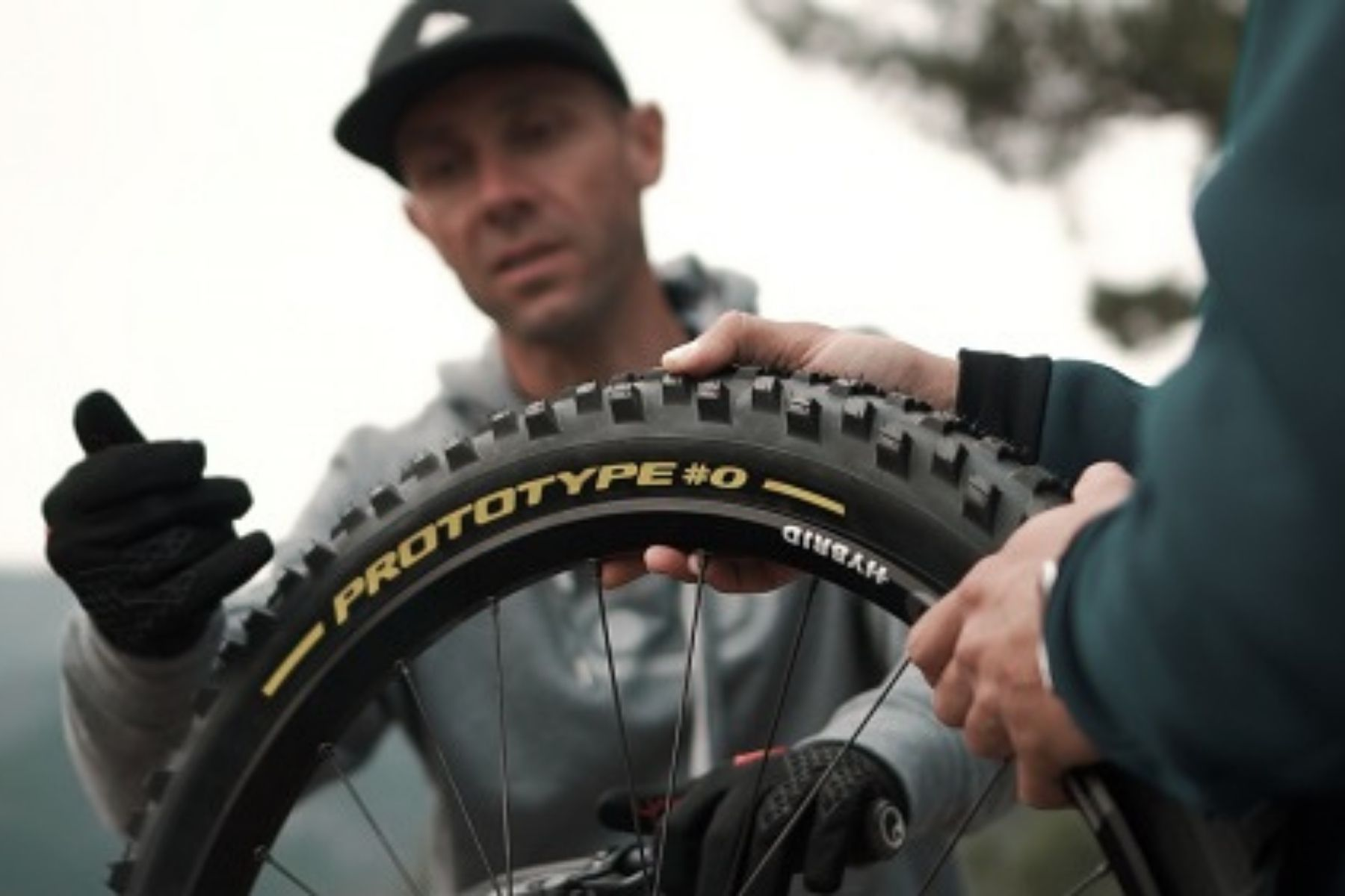 Pirelli und Fabien Barel entwickeln Scorpion Gravity Racing Range