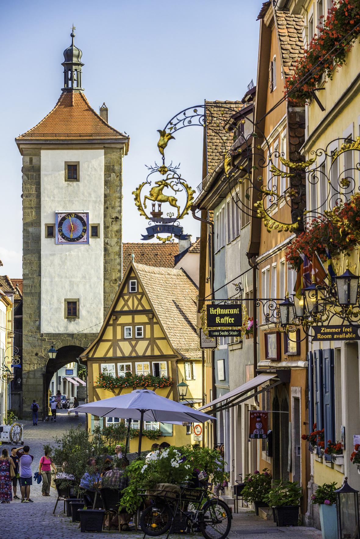 """Rothenburg ob der Tauber / Als wäre man in einem Mittelalterroman gelandet, so fühlt man sich in Rothenburg ob der Tauber. Die Stadt ist Station auf dem """"Fränkischen Radachter"""", der Main und Tauber miteinander verbindet. Bildnachweis: Radweg-Reisen"""