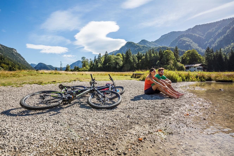 Erfrischende Pause in Oberbayerns Seenwelt /  © Chiemgau Tourismus