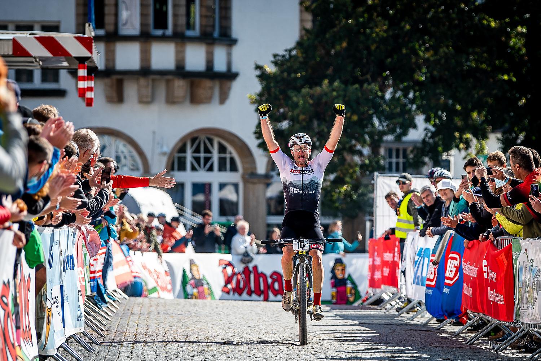 Nadine Rieder und Luca Schwarzbauer - Deutsche Meister beim Rothaus Hegau Bike Marathon Singen