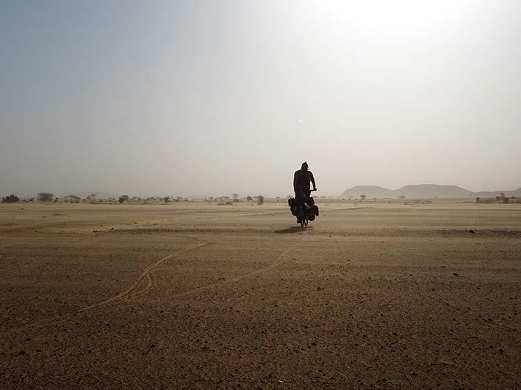 Sudan -  mitten in der Sahara, auf der Suche nach Wasser / Foto: Anselm Pahnke