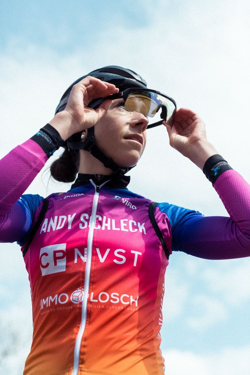 Das Team Andy Schleck CP NVST ImmoLosch wird von BBB mit Helmen, Brillen und Zubehör ausgestattet
