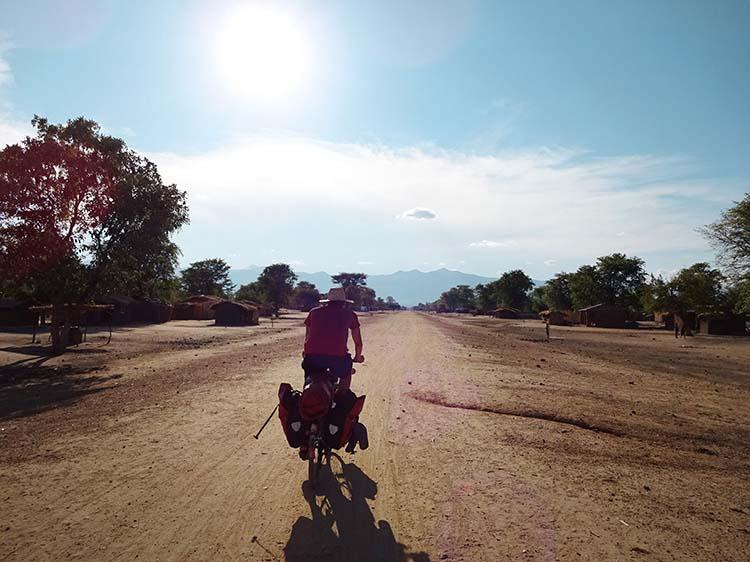 Jeden Tag unter der Sonne - Malawi / Foto: Anselm Pahnke