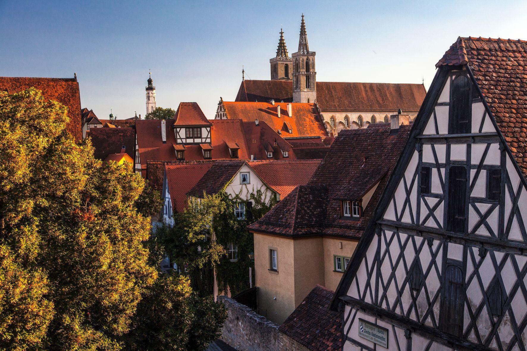 Eine Kleinstadt zum Verlieben / Rothenburg ob der Tauber ist weltberühmt für seine intakte mittelalterliche Altstadt und die vollständig erhaltene Stadtmauer.  Bildnachweis: www.radweg-reisen.com