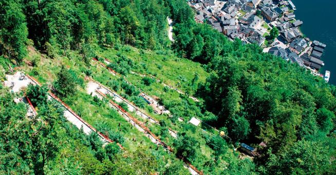 In 13 Kehren hinauf auf den Hallstätter Salzberg, wo auch das mit über 30 Prozent steilste Stück der ganzen Strecke wartet. Dort fiel schon oft die Entscheidung auf der Extremdistanz. © www.trophy.at