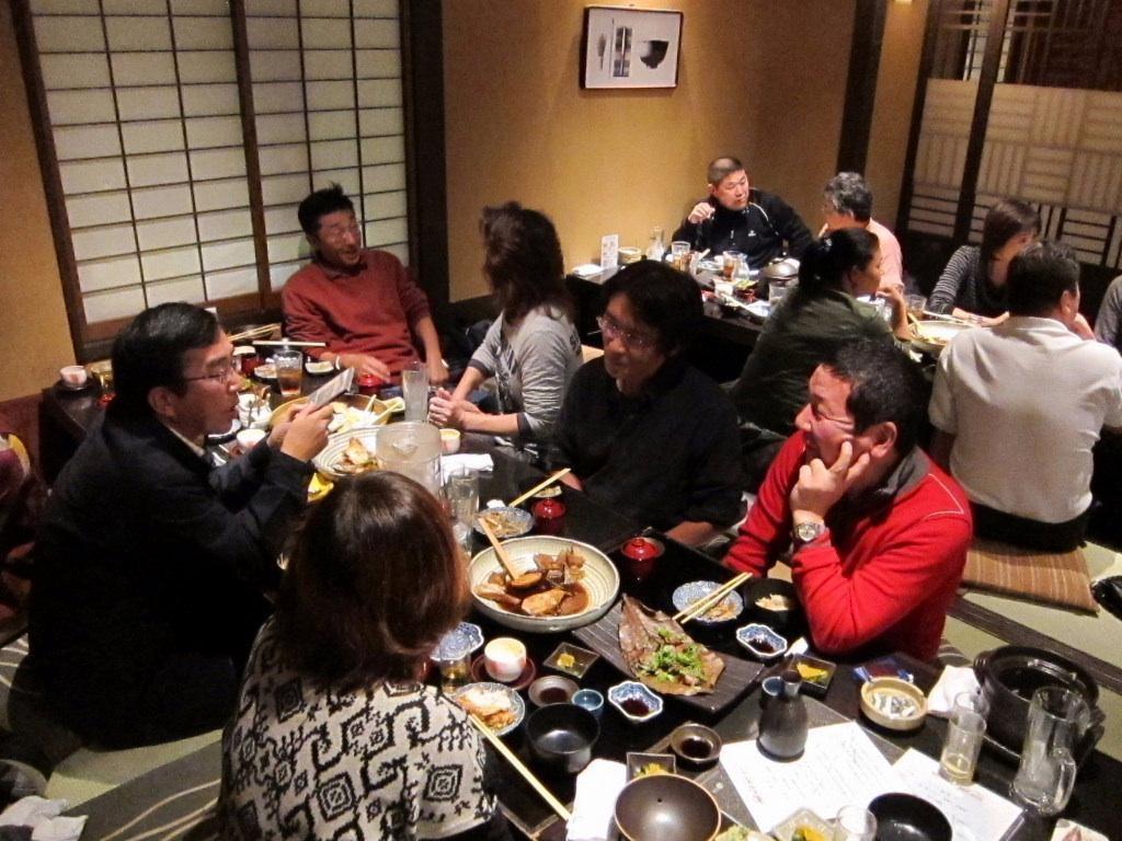 藤下くんのCDを手に解説する北井くんは鳥取から駆けつけてきました