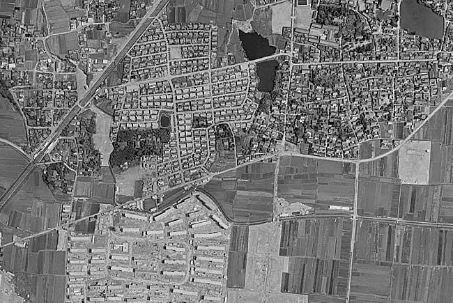 フモト氏自腹ゲットの航空写真。総持寺団地、柳川町は建設・造成中。