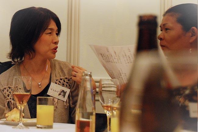 宮本さん(左)と菊見さん。