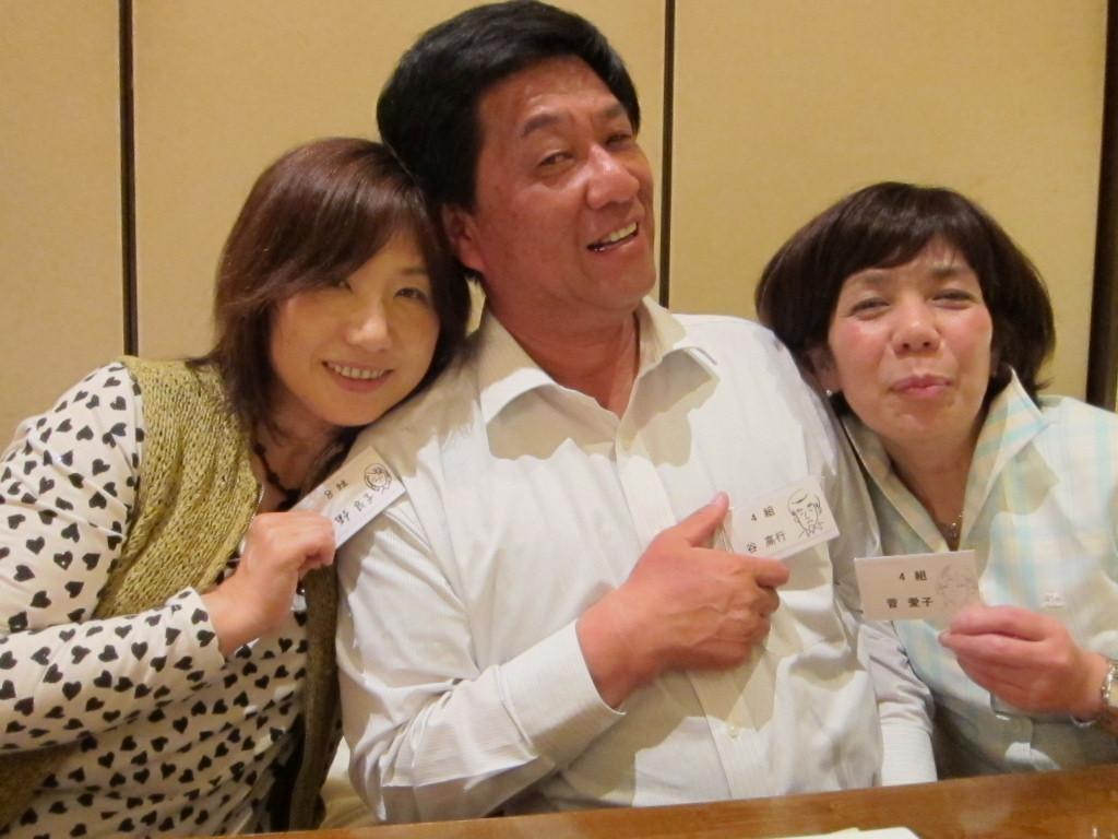 「日野さん!日野さんが即行で書いた3人の似顔絵を前面に!」