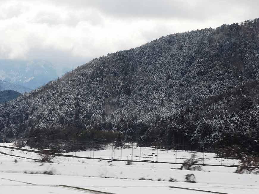 滋賀県であたりが白くなると・・・。