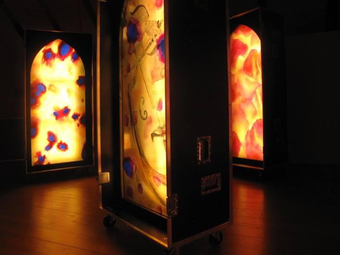 Sylvie-Lander-Light cases, vitraux nomades-Cour des Boecklin-2015 ©sylvie lander