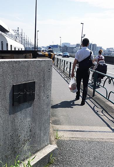 多摩川を渡る二子橋。江戸時代はきっと「渡し船」だったのでしょうね。