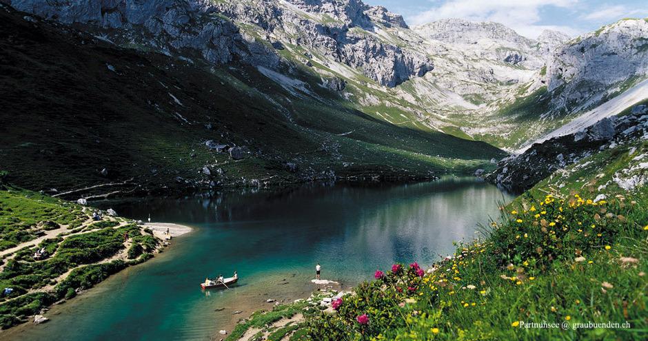 Partnunsee, Schönster Bergsee im Prättigau, Schönste Bergseen in Graubünden, Bergsee Schweiz, Bergsee Graubünden, Bergseen Prättigau, Bergsee St. Antönien, Sankt Antönienen Bergsee, See Prättigau, See Graubünden, Ruderboot Prättigau, Ruderboot Partnunsee