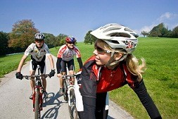 cyclists along the path Passau - Vienna