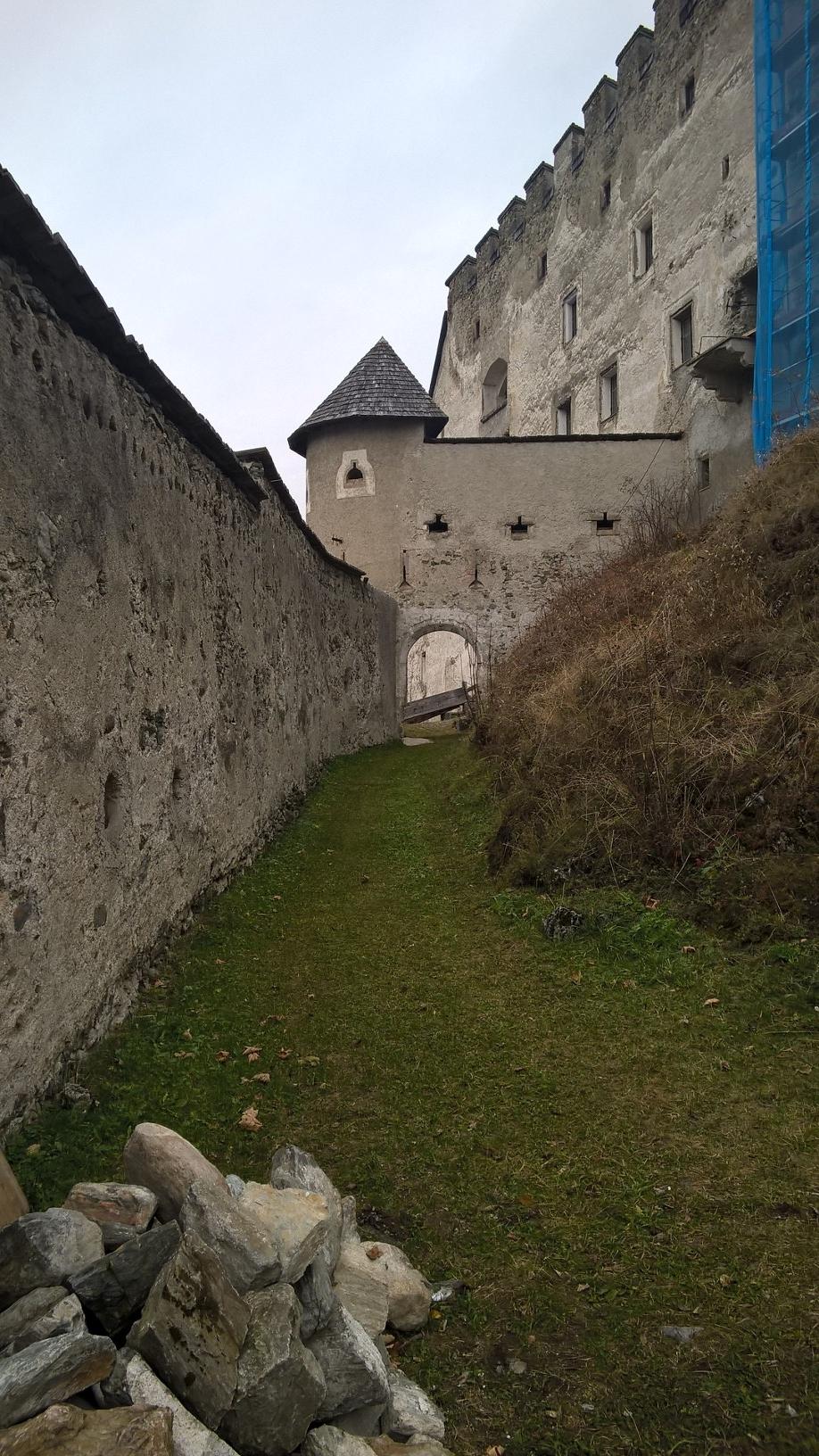 Kernburg nach Westen Burg Heinfels; Burgenstraße Pustertal