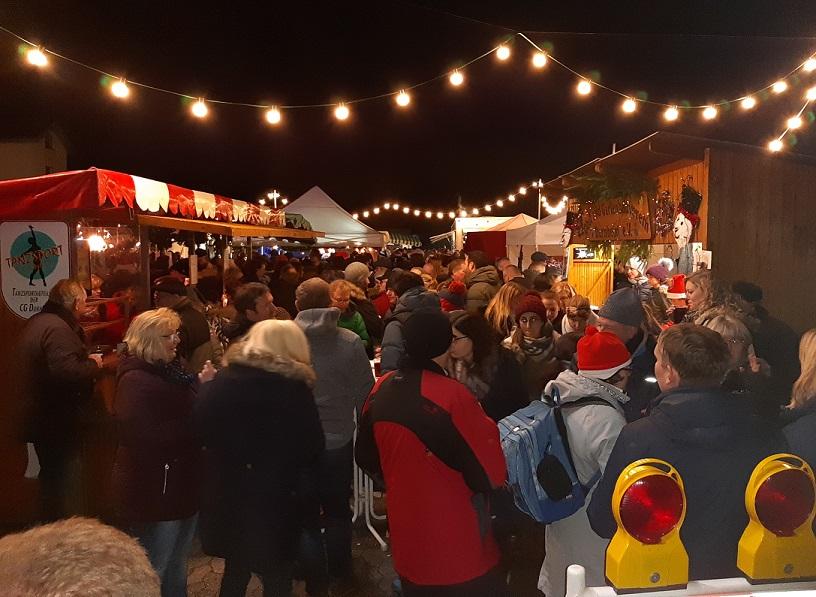Traditionell ist der Dornheimer Weihnachtsmarkt proppevoll