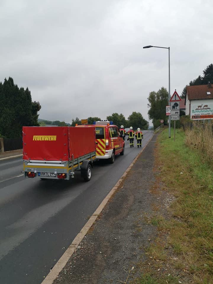 Die Feuerwehr Farnroda reinigte die Fahrbahn auf einer Länge von 3,9 km !!!