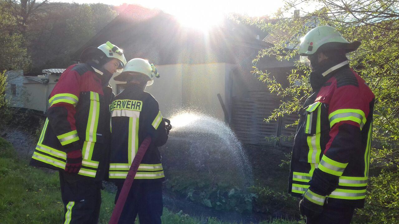 Hier die Handhabung von Hohlstrahlrohren und deren vielfältigen Möglichkeiten bei der Löschwasserabgabe!