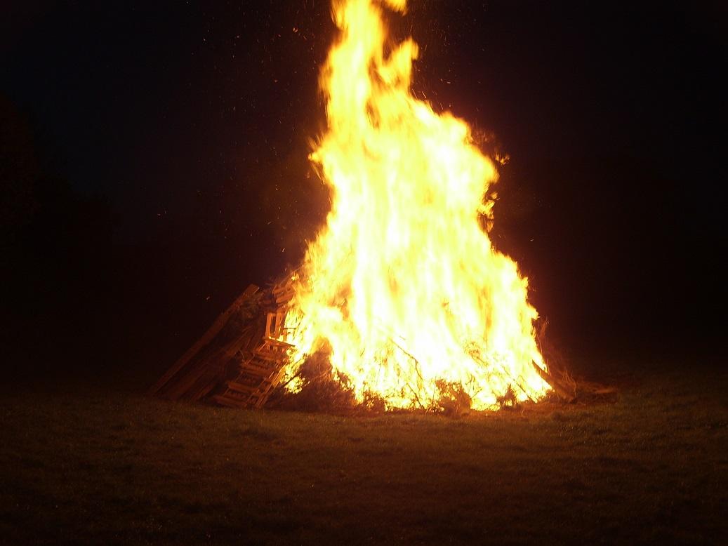 """Das """"Kleine Feuerchen"""" brannte pünktlich bei Eintreffen des Fackelzuges!"""