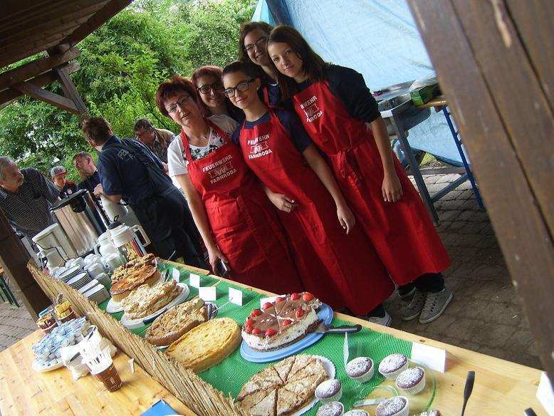 Das Kuchenbuffet war wie immer reichlich gefüllt mit Selbstgebackenen!