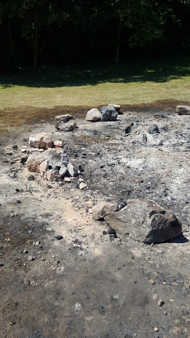 Alles was vom Feuer übrig blieb..