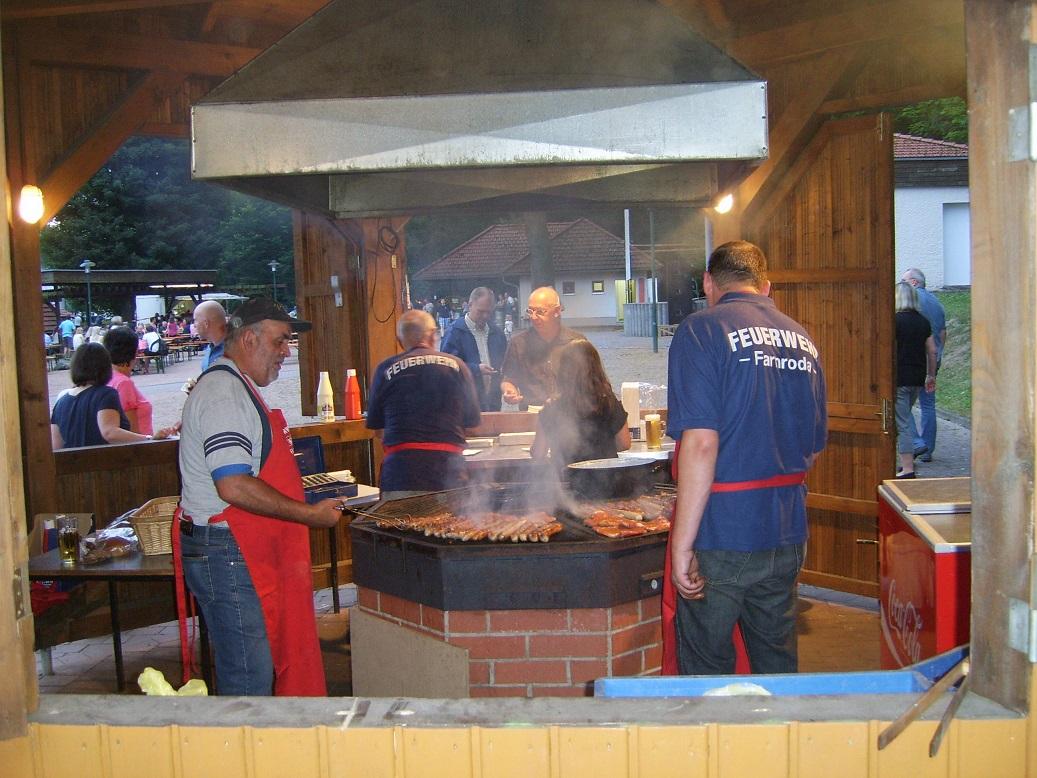 Heiß her ging's aber nicht nur am Lagerfeuer, sondern auch in der Brätel- und Bratwurstmanufaktur!