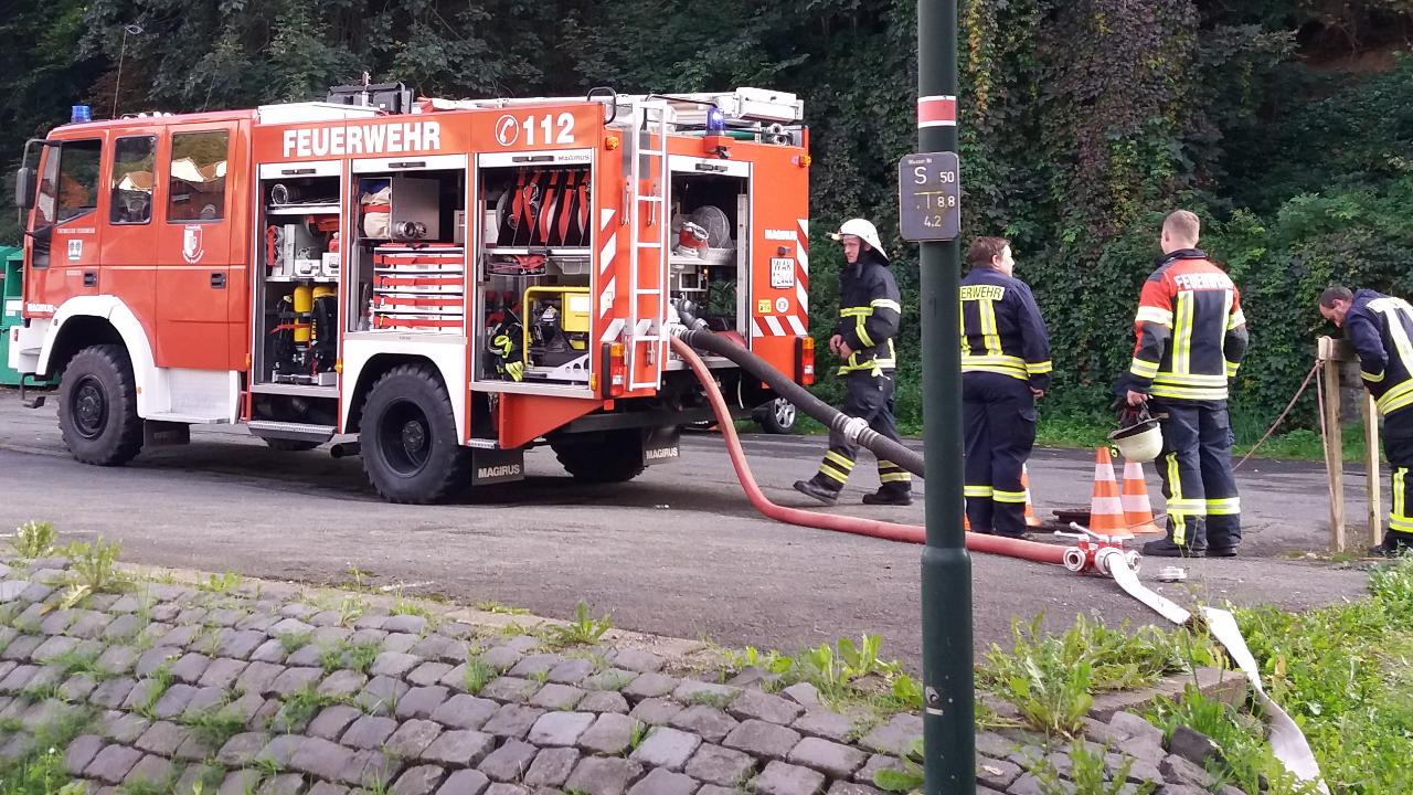 Unsere Aufgabe: Unterstützung der Feuerwehr Mosbach an der Wasserentnahmestelle sowie Sichern der Straßenquerung!