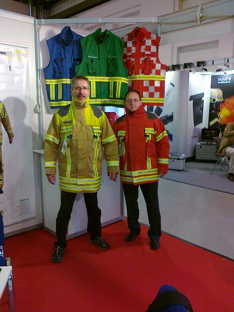 Florian 2014 Kameraden unserer Wehr in Dresden um neue Ausrüstung zu sondieren! Leichte und zweckmäßige Einsatzkleidung zu bezahlbaren Preisen zu finden war das Ansinnen!