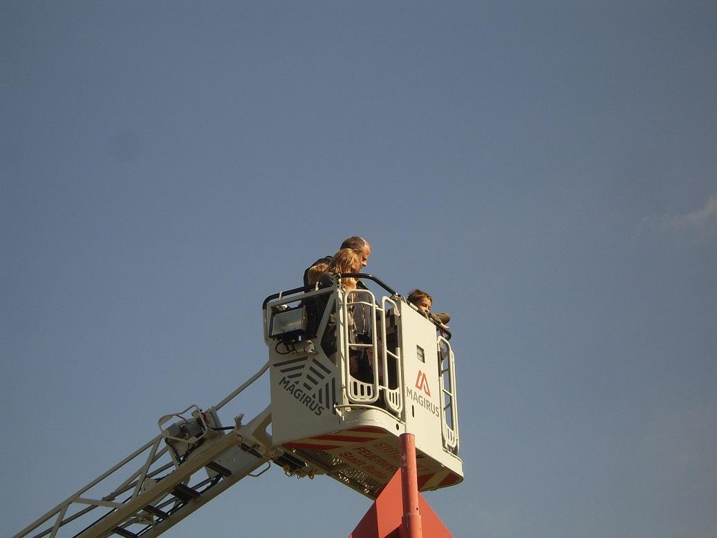 Station Drehleiter und wer wollte durfte auch einmal mit in den Himmel steigen!