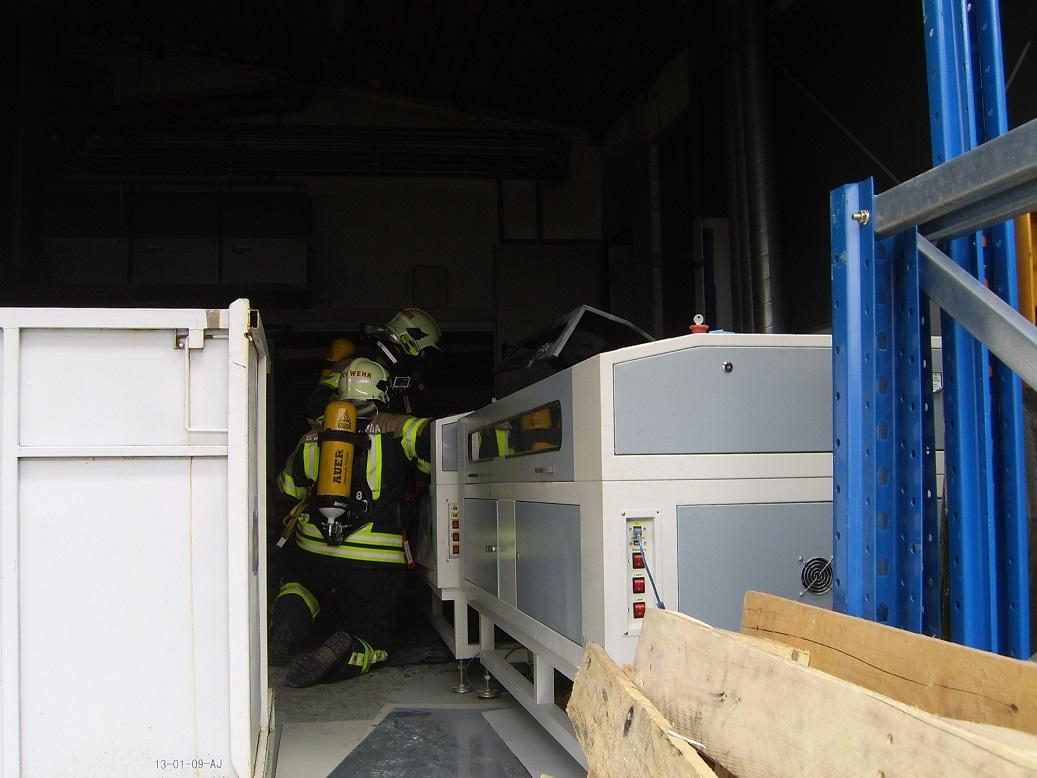 Fw-Wutha vor Ort, Feuer wurde mit Handlöscher bekämpft und mit einem CO2 Löscher gekühlt!