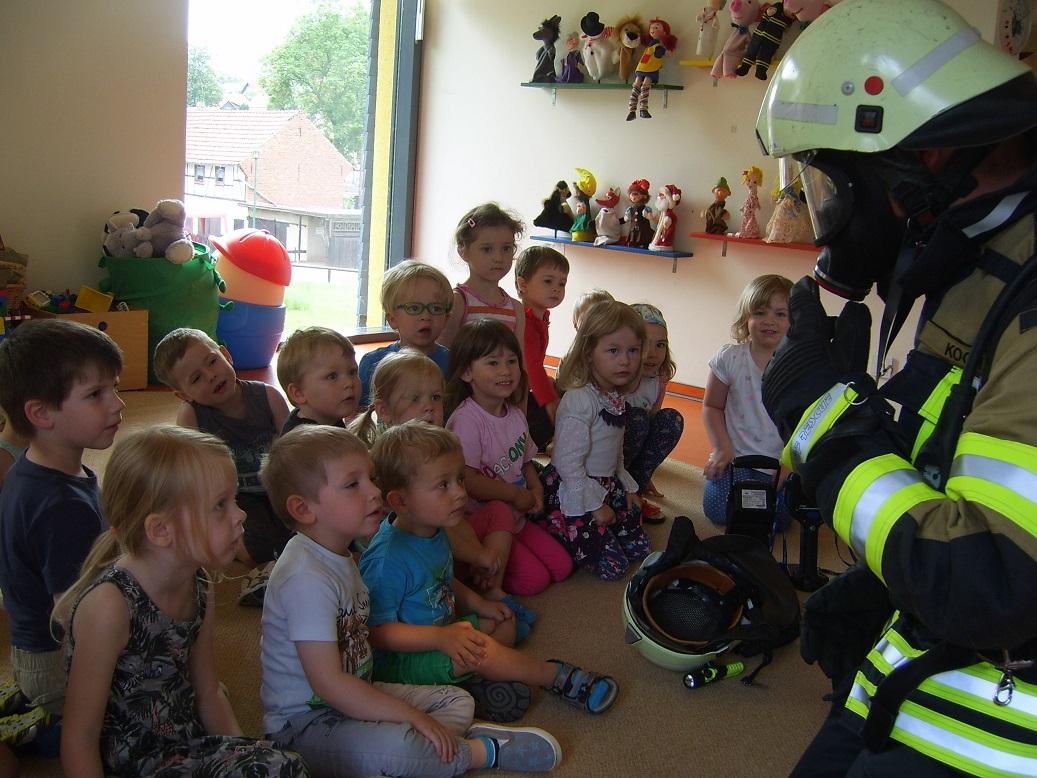 Keine Angst! Auch so kann ein Feuerwehrmann im Einsatz aussehen!