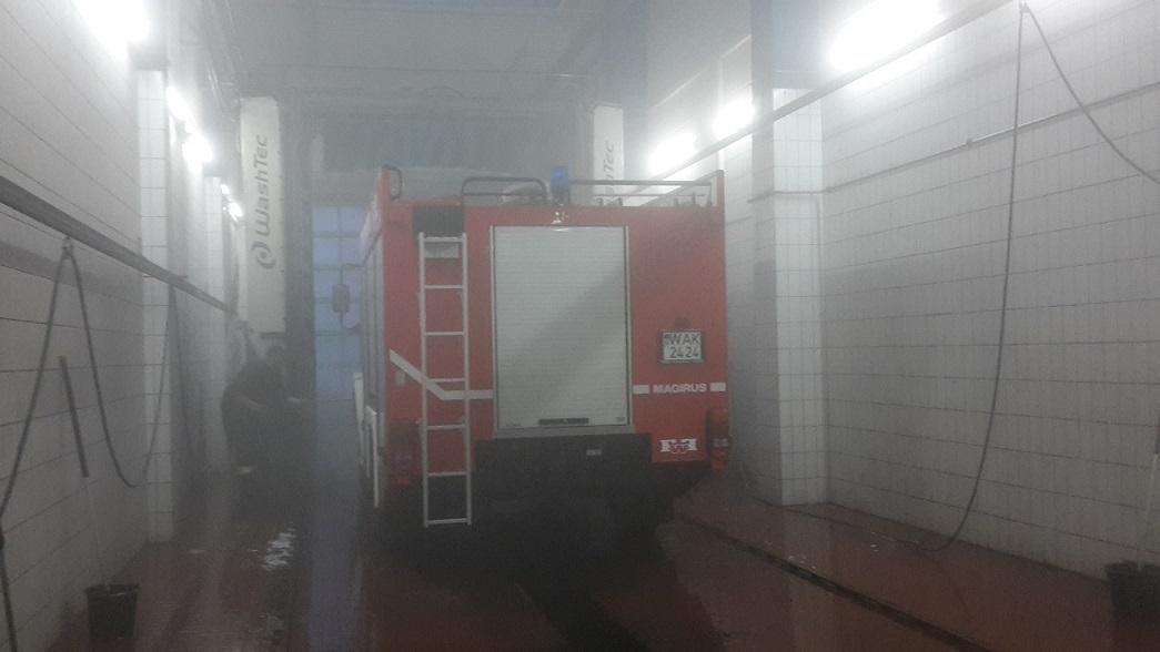 Und wo wir schon mal da waren, nutzten wir auch die Waschhalle der Busse für eine Generalreinigung unseres Löschfahrzeuges um das Salz der Winterperiode wieder los zu werden!