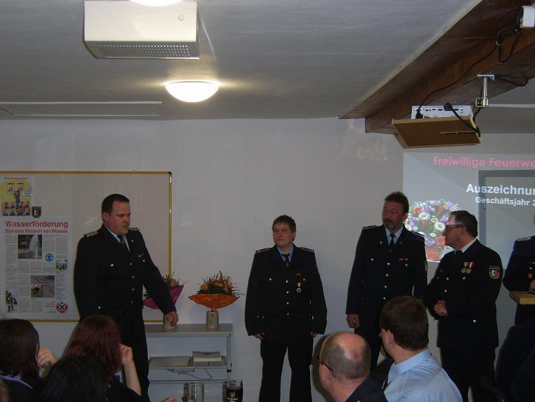 Durch den Wehrführer Björn Gössel Ludwig und dem Bürgermeisterkonten zahlreiche Beförderungen und Auszeichnungen vorgenommen werden!