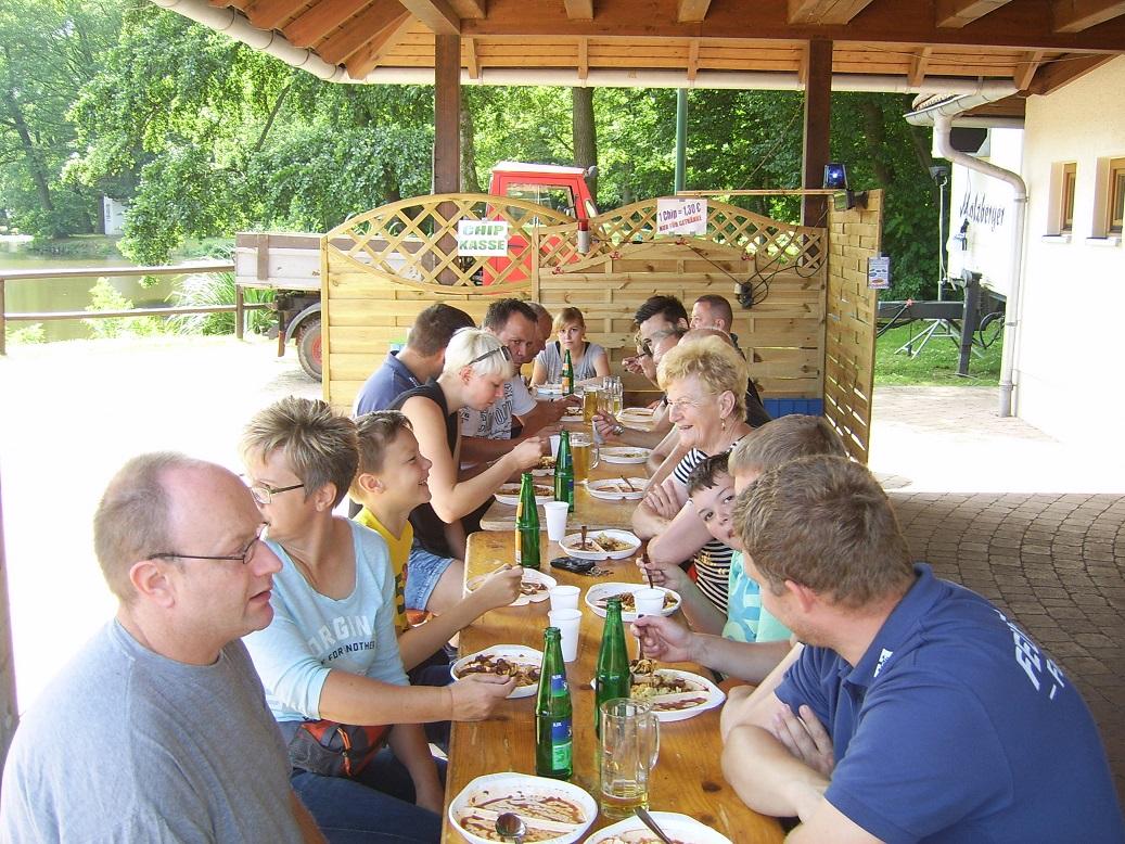 Gut gestärkt mit einem gemeinsamen Mittagessen starteten wir dann zum Familiennachmittag am Sonntag!