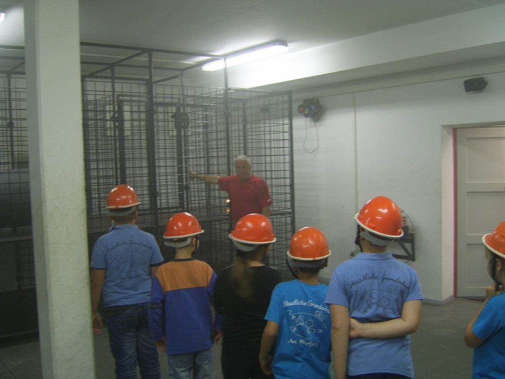 Diese Käfige sind keine Hasenkästen sondern die Übungsanlage für die Atemschutzgeräteträger!