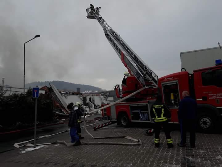 Die Drehleitern der Feuerwehren Seebach und Ruhla waren im Einsatz.
