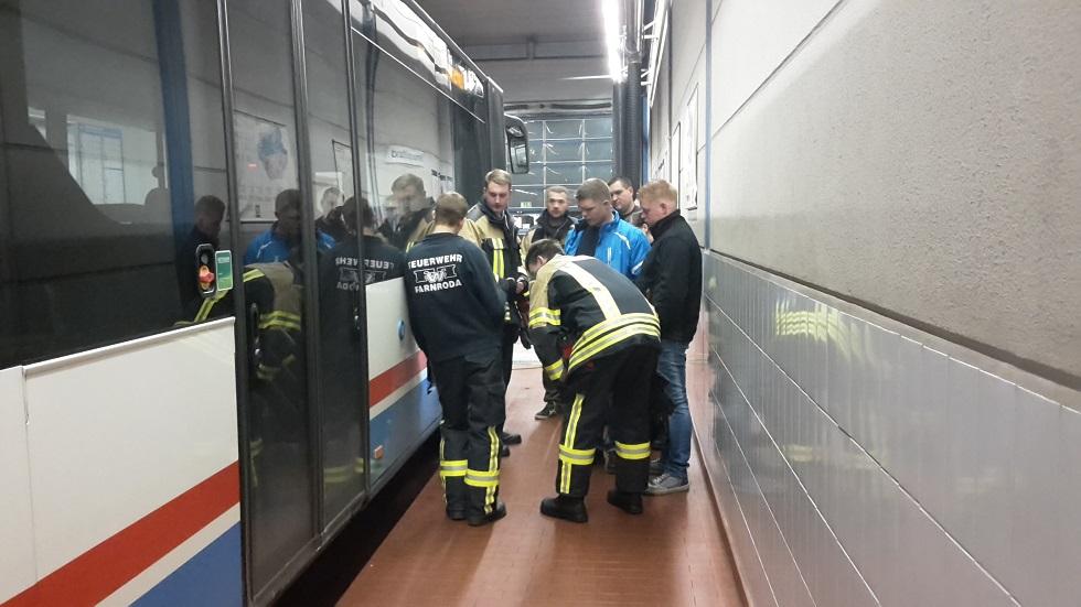 Ausbildung in der KVG Technische Hilfe / Rettung bei Kraftomnibussen verschiedener Bauart.