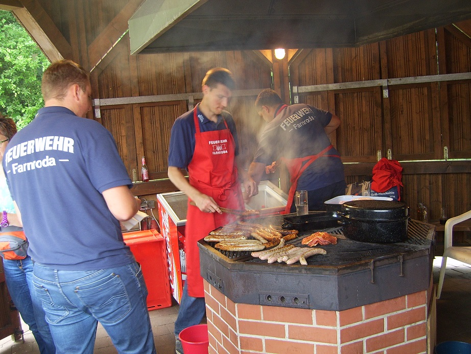 In der Grillhütte wurde lecker Bratgut vom Fleischer Hofmann aus der Ruhl verarbeitet.