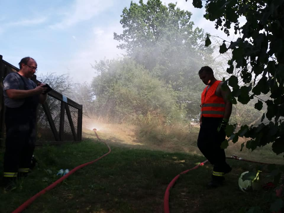 Unser Ziel der Übung, oberhalb der Gartenanlage effektiv mit Löschwasser arbeiten zu können, haben wir erfüllt.  Großer Dank und Respekt an alle Kameraden, welche bei den Temperaturen von mehr als 30°C, eine ordentliche und zügige Arbeit geleistet haben.