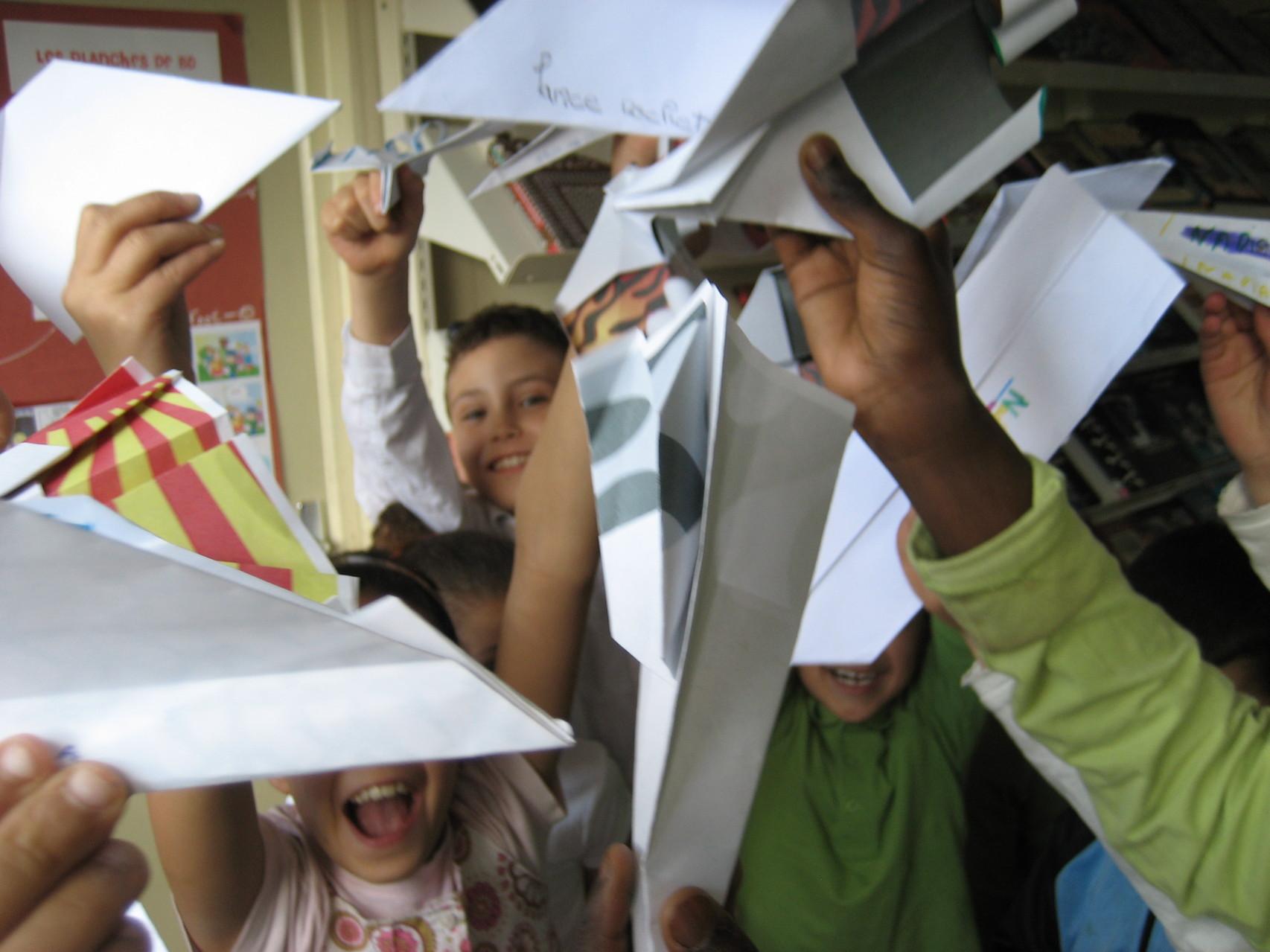 Atelier avions en papier - juillet 2013