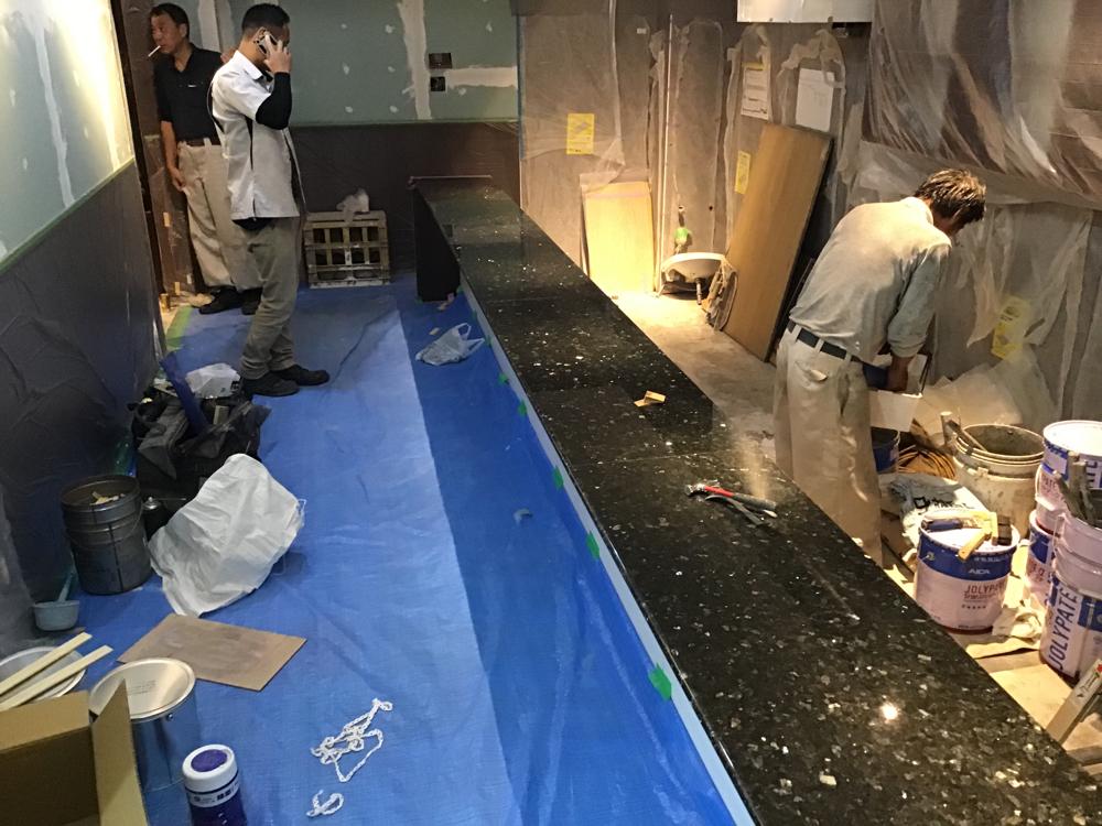 池袋高級鉄板料理店 カウンター新設工事 石種 ブラックパール