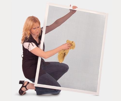 Wir helfen Ihnen zu mehr Lebensqualität. Übrigens auch bei der Produkt-Reinigung! Ist das auch ein Thema für Sie? Die Reinigung ... der Fliegenfenster. So einfach wie es aussieht... ist es auch!