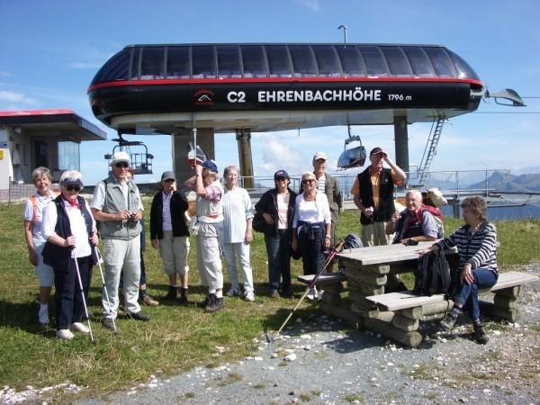 Reisegruppe bei der Ehrenbachhöhe
