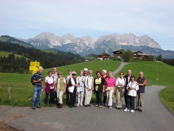 Reisegruppe auf dem Weg zum Gieringer Weiher