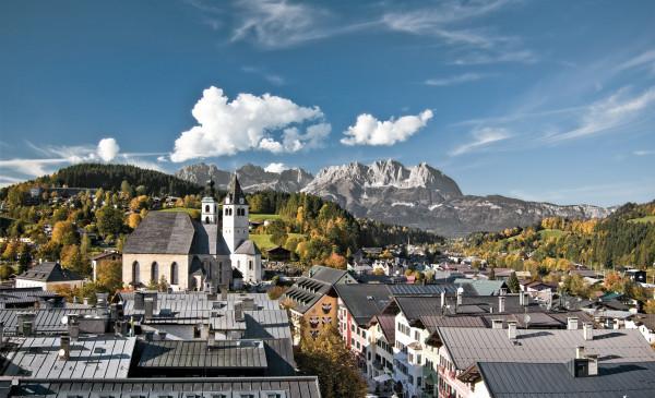 Blick über den Dächern von Kitzbühel