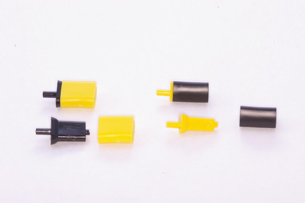 耐火模型に置き換える支台歯の部分にUniPin(ユニピン)を使用